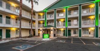 HomeTowne Studios by Red Roof Phoenix West - Phoenix - Byggnad