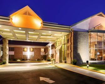 Best Western Plus Gold Country Inn - Winnemucca - Building