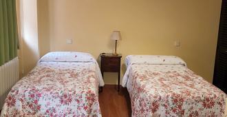 Hostal Puerta Bonita - Madrid - Bedroom