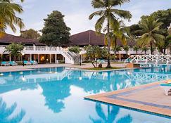 منتجع نوفوتيل غوا دونا سيلفيا - كافيلوسيم - حوض السباحة