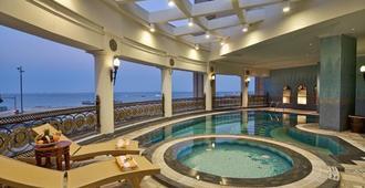 Retaj Al Rayyan Hotel - Doha - Svømmebasseng