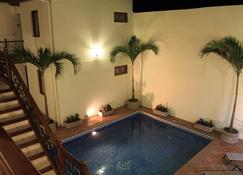 Hotel El Almirante - Granada - Svømmebasseng