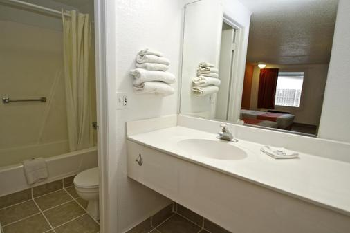 Motel 6 Kalamazoo - Kalamazoo - Bathroom