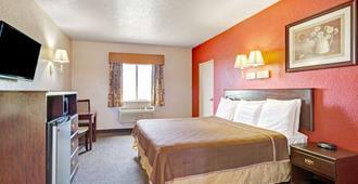 Howard Johnson by Wyndham Galveston - Galveston - Bedroom
