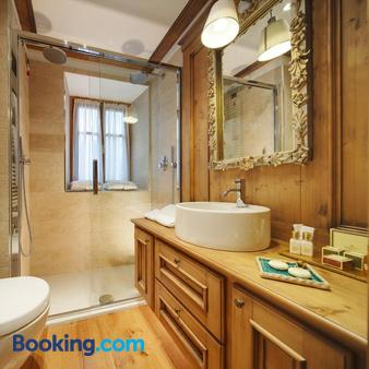 Ambra Cortina Luxury & Fashion Boutique Hotel - Cortina d'Ampezzo - Bathroom