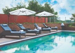 泰姬比甘姆比特薇薇安塔酒店 - 海德拉巴 - 海得拉巴 - 游泳池