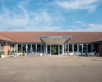 Hotel Lynggaarden - Herning - Gebouw
