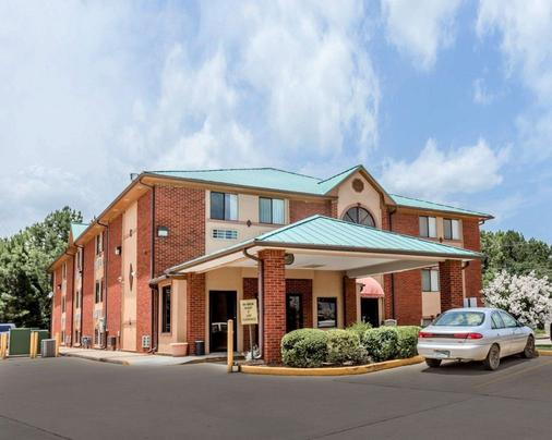 Quality Inn Pell City I-20 exit 158 - Pell City - Building