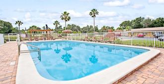 Days Inn by Wyndham Orange City/Deland - Orange City - Pool