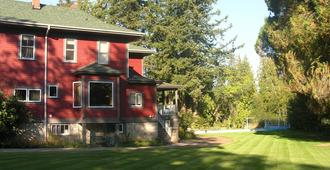 Sasquatch Crossing Eco Lodge B&B - Agassiz - Gebäude