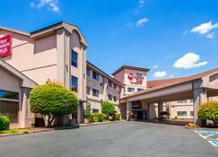 Best Western Plus Mill Creek Inn - Salem - Rakennus
