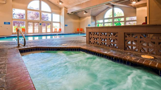 Best Western Plus Mill Creek Inn - Salem - Pool