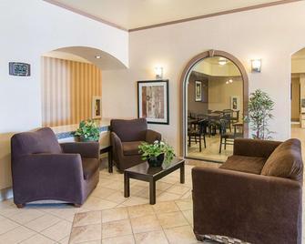 Comfort Inn Stanton - Stanton - Living room