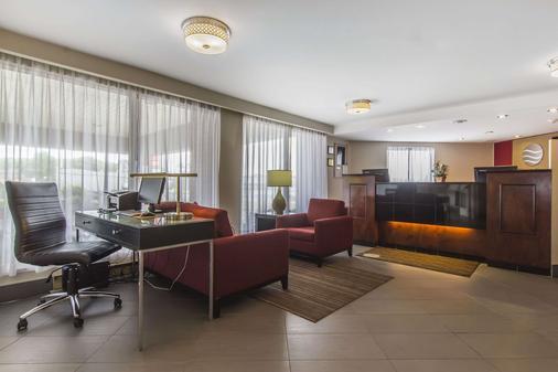 Comfort Inn - Sault Ste Marie - Front desk