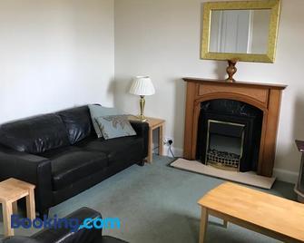 The Shorehouse - Brodick - Living room