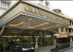 Grand Sakura Hotel - Medan - Building
