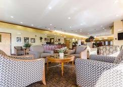 Comfort Suites - Salina - Lobby