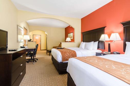 Comfort Suites - Salina - Schlafzimmer