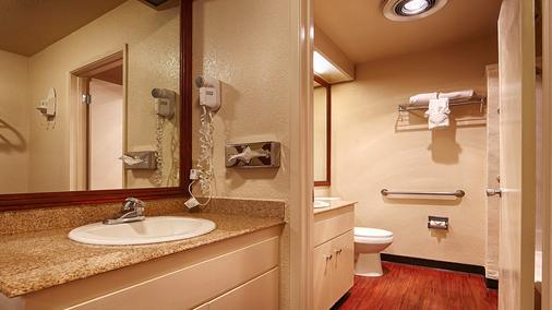 Best Western Heritage Inn - Vacaville - Bathroom