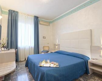 Hotel Europa Novara - Novara - Schlafzimmer