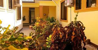 Safari Lodge Kunduchi - Dar Es Salaam - Outdoor view