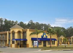 Days Inn by Wyndham Brunswick/St. Simons Area - Brunswick - Building