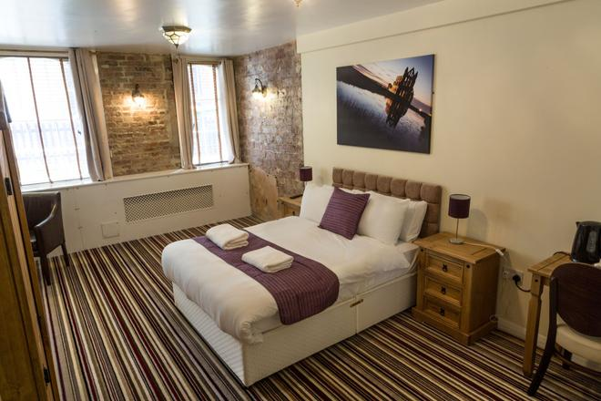 The Resolution Hotel - Whitby - Bedroom