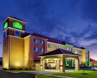 La Quinta Inn & Suites by Wyndham Indianapolis Airport West - Plainfield - Будівля