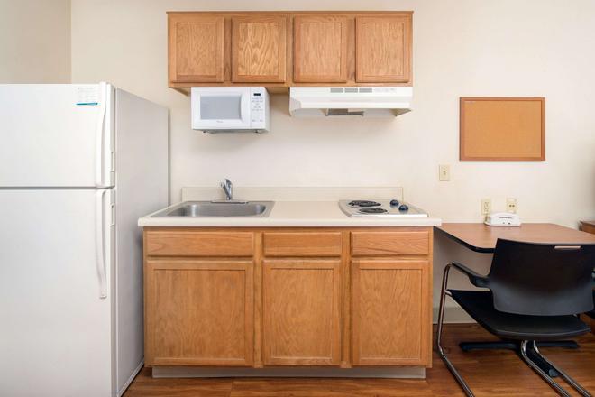Woodspring Suites Phoenix I-10 West - Phoenix - Kitchen