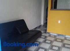Casa frente para o mar de Costa Azul em Rio das Ostras - Rio das Ostras - Living room
