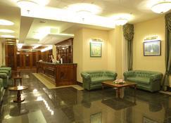 Menorah Hotel - Dnipro - Rezeption