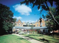 Coulsdon Manor Hotel and Golf Club - Coulsdon - Edifício