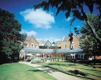 Coulsdon Manor Hotel and Golf Club - Coulsdon - Building