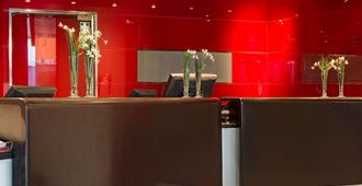 Park Inn by Radisson Central Tallinn - Tallinn - Front desk