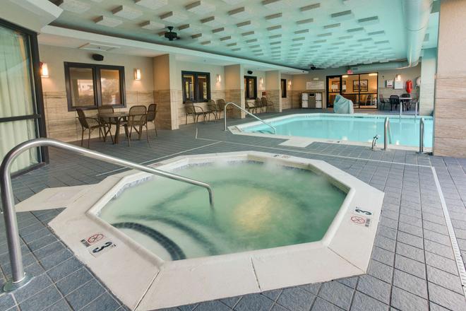 東路易維爾德魯里套房酒店 - 路易斯維爾 - 路易斯維爾(肯塔基州) - 游泳池