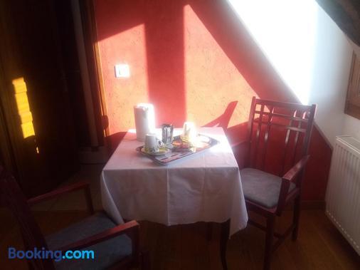 La Ferme de Bout de la Ville - Criquebeuf-en-Caux - Dining room