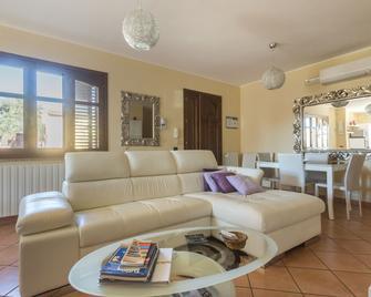 Anaele Houserooms L.T.B. - Arborea - Living room