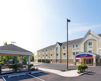 Candlewood Suites Secaucus - Secaucus - Building