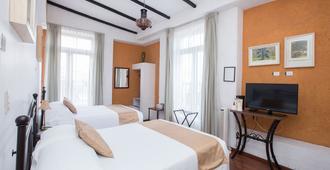 Portico Hotel Cultural - Morelia - Bedroom