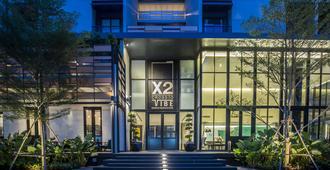 X2 Vibe Bangkok Sukhumvit Hotel - Bangkok - Gebäude