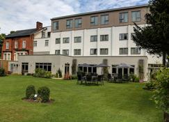 Best Western Plus Manchester Airport Wilmslow Pinewood Hotel - Wilmslow - Building