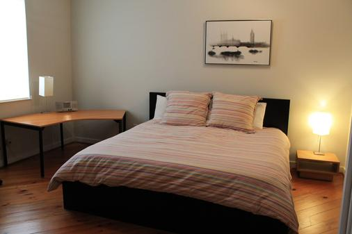 Modern B & B - Houston - Bedroom