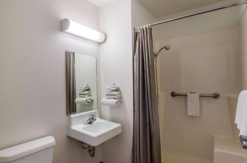 拉勒米 6 號汽車旅館 - 拉阿密 - 拉勒米 - 浴室