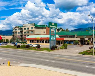 Sandman Hotel & Suites Vernon - Vernon - Edificio