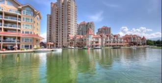 Sunset Waterfront Resort - Kelowna - Vista del exterior