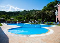 Corfustories - Sidari - Zwembad