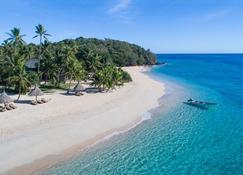 بارادايس كوف ريزورت - Naukacuvu Island - شاطئ