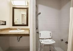 Days Inn by Wyndham Billings - Billings - Bathroom