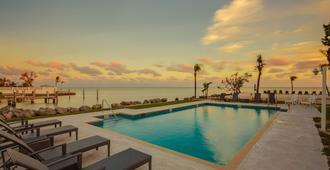 海之景汽車旅館暨碼頭 - 馬拉松 - 馬拉松 - 游泳池