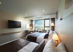 Benikea Jungmun Hotel - Seogwipo - Bedroom